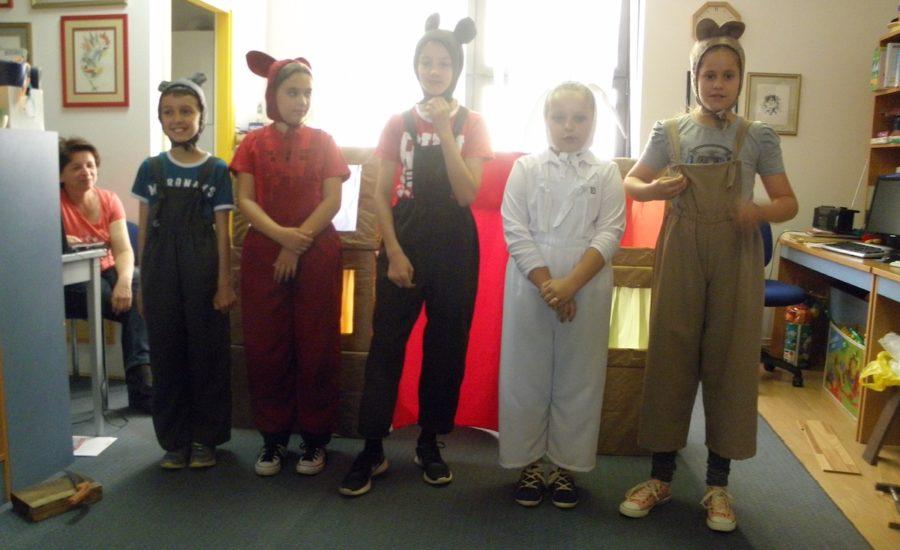 Mali glumci u posjeti dječoj pričaonici
