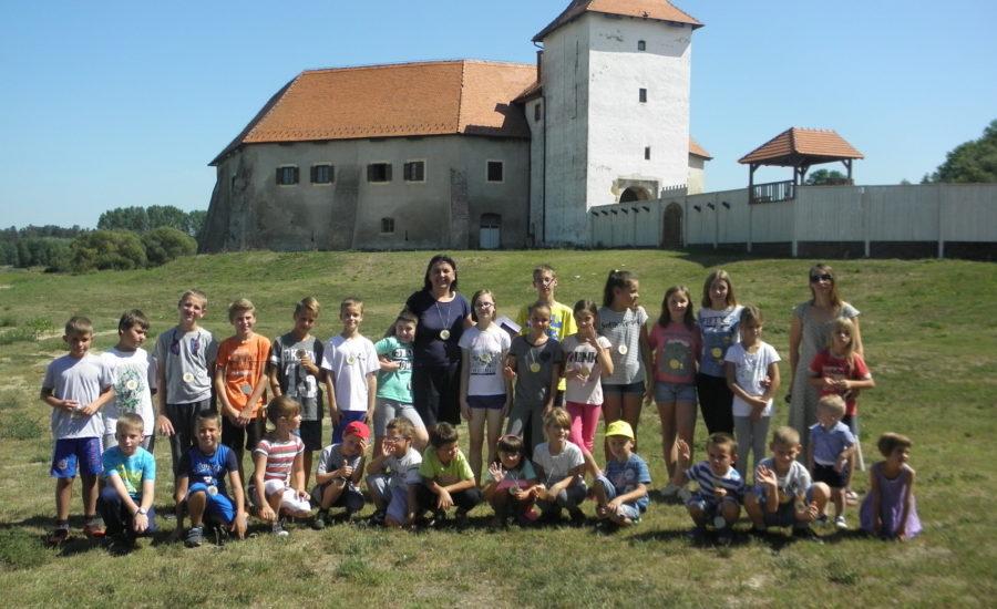 Etno igre održane ispod zidina Starog grada