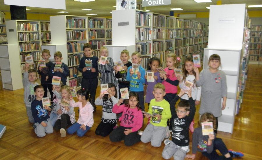 Kockice u knjižnici
