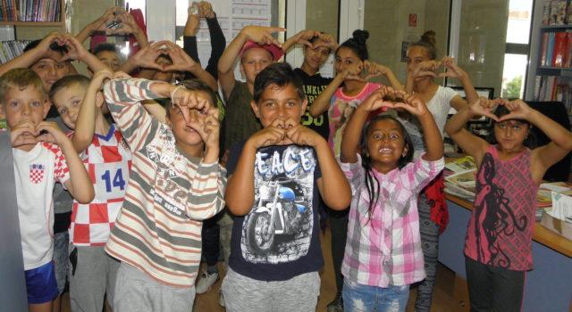 Mala ruka prijateljstva pruža podršku djeci zarobljenoj u špilji Tham Luang Nang Non
