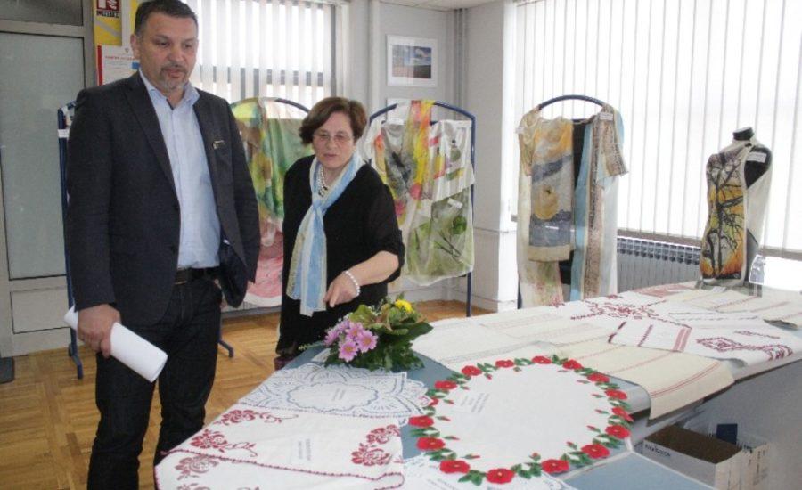 Klub žena Đurđevac svoju prvu godišnjicu proslavio otvorenjem izložbe Oko, srce, ruka